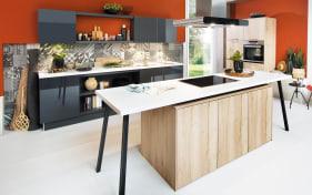 Einbauküche in Asteiche sand Optik, AEG-Geschirrspüler