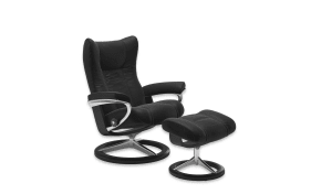 Ruhesessel mit Hocker Wing in Paloma black, Gestell Signature in Schwarz