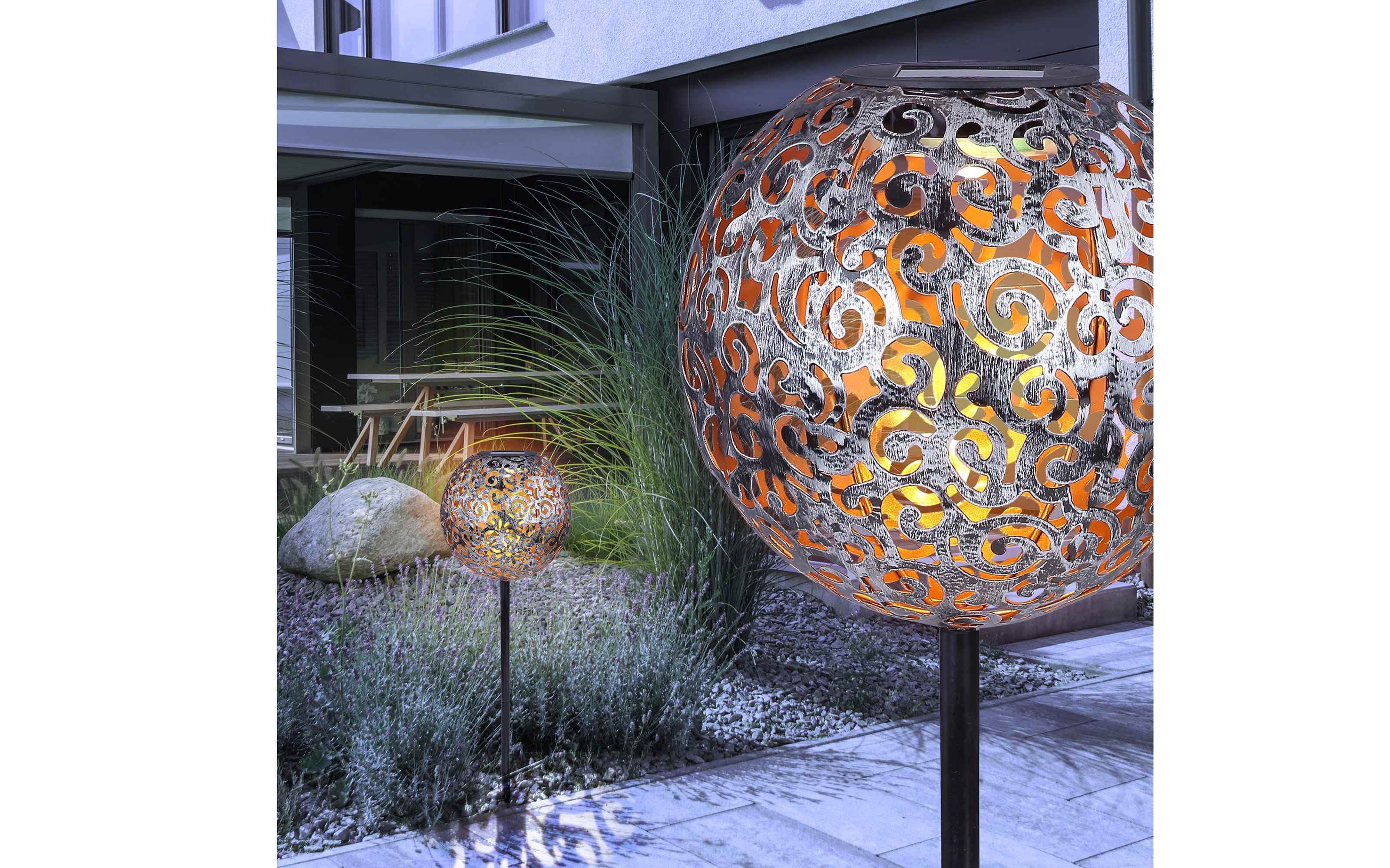 Solarleuchte mit Erdspieß hoch in silber antik
