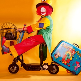 Clown mit Roller