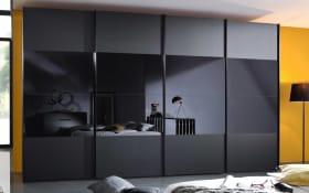 Schwebetürenschrank 4017 in Glas schwarz, Breite 380 cm, 4-türig, Mitteltüren öffnen sich synchron
