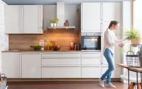 Einbauküche Monaco in Esche Perlmutt-Optik, Zanker-Geschirrspüler