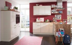 Einbauküche Flash in magnolia, AEG Geschirrspüler und Steinspüle