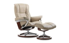 Ruhesessel Mayfair (M) in Cori vanilla mit Signature brown Gestell