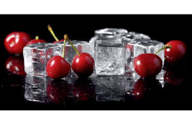 Leinwandbild Nami, Motiv: Cherries on ice, ca. 50 x 100 cm